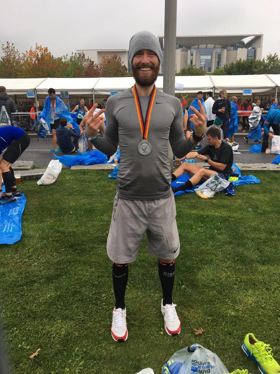 DISCUS Running Man Robert Tschaepe glücklich im Ziel!